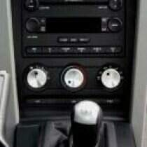 UPR 05-06 Mustang Round A/C Knob Kit